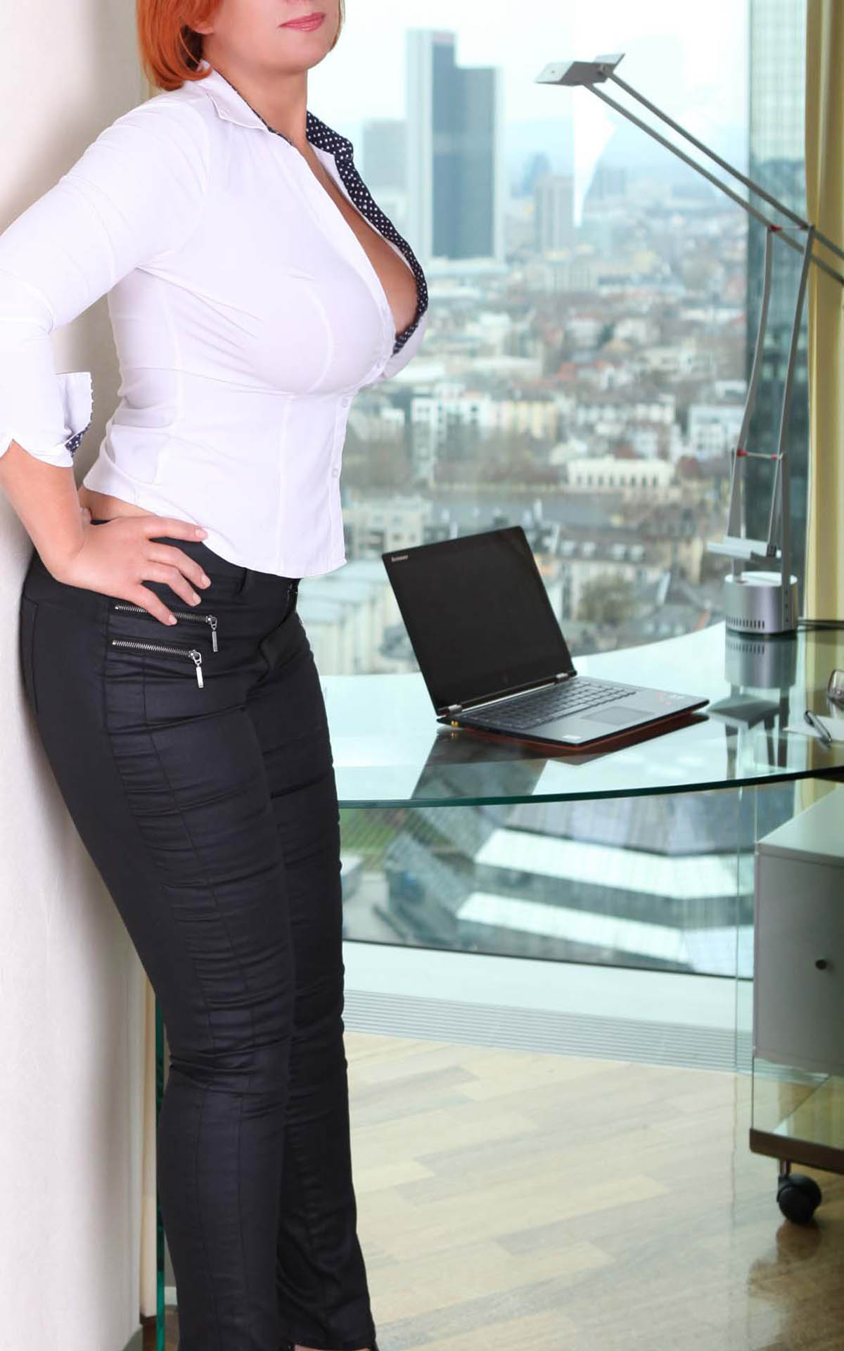 Sofia high class escort service BBW wit a large bust in the generous cleavage